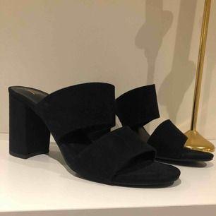 Säljer dessa supersnygga skor pga för stora för mig! I bra skick! Köparen står för frakten eller mötas upp i centrala Växjö! :)