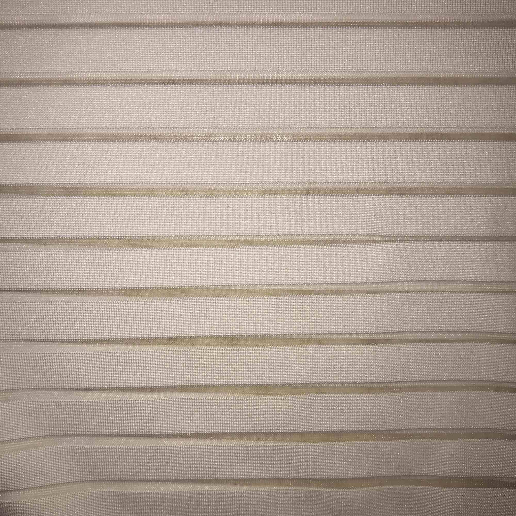 En randig , genomskinlig magtröja från HM i storlek XS, varannan rand är vit och genomskinlig. Sitter jätte fint på men inte riktigt min stil längre... 50 kr frakt ingår ej. . Toppar.