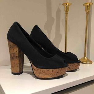 Skor från din sko i bra skick! Köparen står för frakten eller mötas upp i centrala Växjö! :)