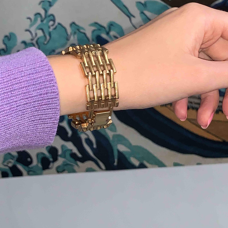 Armband från Pilgrim, är vintage därav ej nyskick! Frakt är inräknat i priset . Accessoarer.
