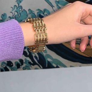 Armband från Pilgrim, är vintage därav ej nyskick! Frakt är inräknat i priset