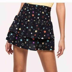 Jättefin stjärn kjol från loavies helt slutsåld strl s🛍🤩