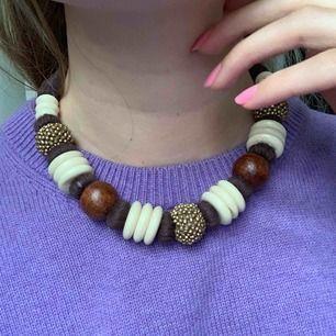 Jättefint halsband som tyvärr inte har kommit till användning. Frakt 42kr