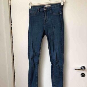 Molly jeans knappt använda.