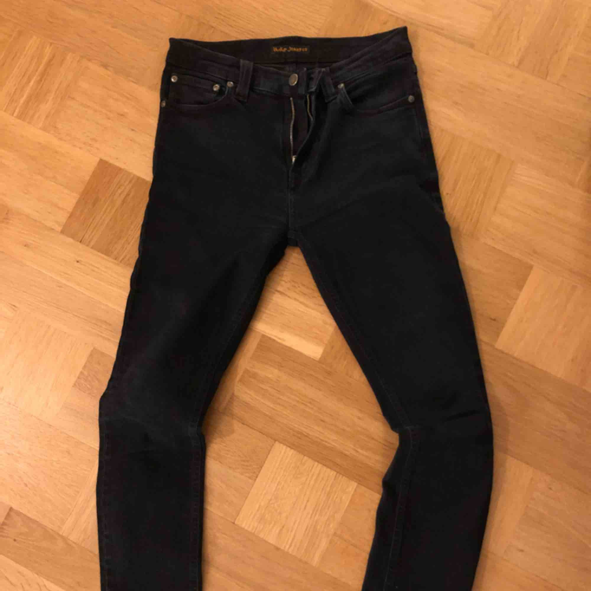 Klassiska stuprörsbyxan High Kai (med livslång garanti) från Nudie Jeans Company. Fett sköna! Hög midja med raka/smala ben. Jeans & Byxor.