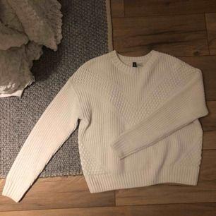 Stickad tröja från HM, använd 1 gång. Kunden betalar eventuell frakt