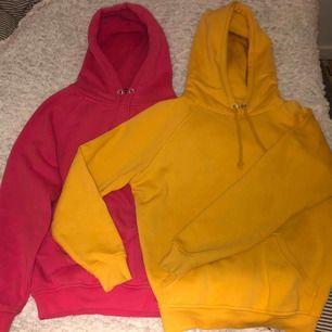 En gul och en rosa hoodie från Bikbok. Bra skick. 100kr för en eller 120kr för båda. Kunden betalar eventuell frakt