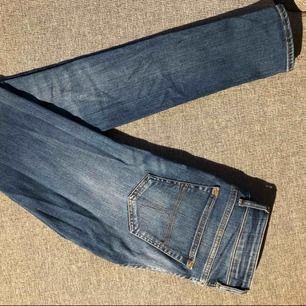 Jag säljer mina tiger of sweden jeans i modellen slender i storlek w27/L34. Använda fåtal gånger som nya. Inga hål eller fläckar