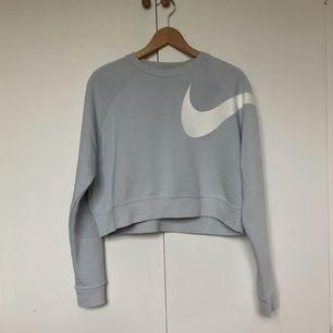 Ljusblå sweatshirt från Nike, som ny