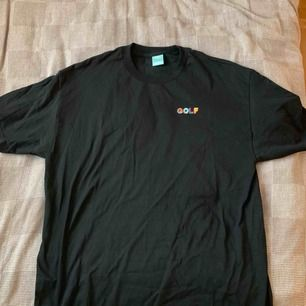 Golfwang T-shirt. ALDRIG ANVÄND! Nyskick! Modell 3D mini logo i svart. Storlek XL. Köpt i den fysiska butiken i Los Angeles