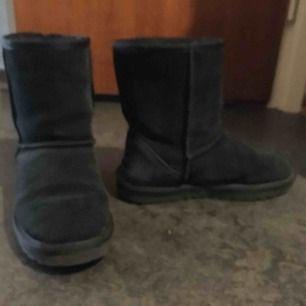 Uggs liknande supersköna skor i bra skick. Säljs då de är ngt för stora för mig som har38