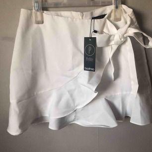Lite finare kjol från Boohoo, oanvänd! Nypris 160:-
