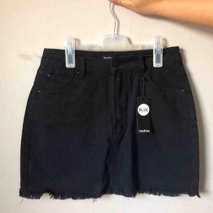 Jeans kjol från Boohoo, oanvänd!  Nypris 225:-