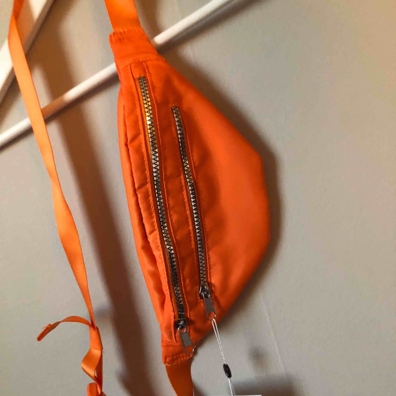 Belt bag från Monki köpt på Zalando. Oanvänd! Nypris 150:-. Väskor.