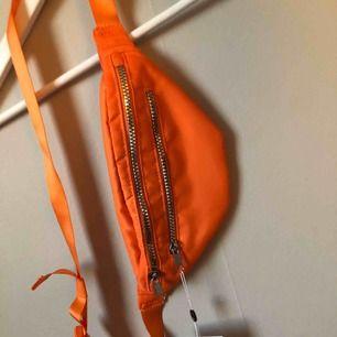 Belt bag från Monki köpt på Zalando. Oanvänd! Nypris 150:-