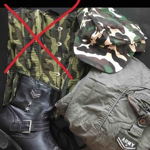 Säljer detta perfekta militärkitet till halloween. Går att köpa grejerna separat men blir billigare i paketpris!! Skorna är storlek 38, byxorna xs-m, korsetten xs-m, kepsen är med knäppe så onesize🍁 frakt tillkommer