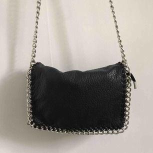 Populär väska från Scorett. Köpt för något år sedan och använt ett par gånger, har sedan legat i garderoben.