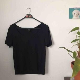 Tshirt från Monki, storlek L. fint skick. frakt ingår.