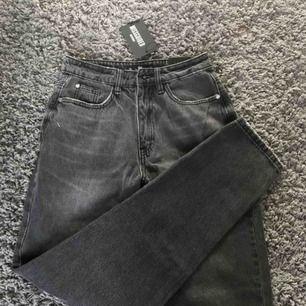 Supersnygga mom jeans från missguided, tyvärr lite för små i midjan för mig. Helt nya med prislapp kvar.