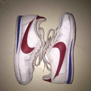 Nike Cortez Original i jättefint skick! Storlek 38.5, frakt på 63kr tillkommer och priset går att diskuteras :)
