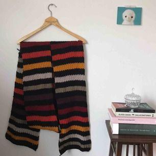 Sonia Rykiel halsduk. några trådar som sticker ut, annars i fint skick! frakt ingår i priset.