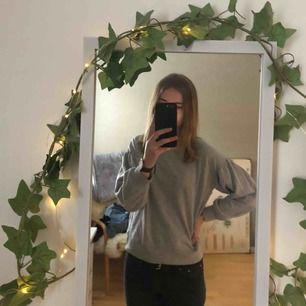 Så fin & skön sweatshirt från Hunkemöller! Köpt för ett år sedan men i nyskick. Frakt tillkommer 🍂