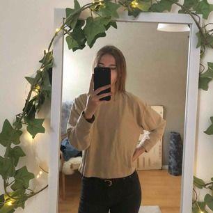 Så fin & skön tröja från Zara! Endast använd ca 2-3 gånger så den är så gott som ny! Frakt tillkommer 🌟
