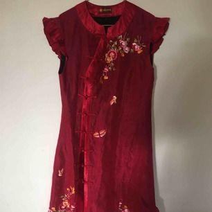 Superfin röd klänning! Använd 1-2 gånger🍒