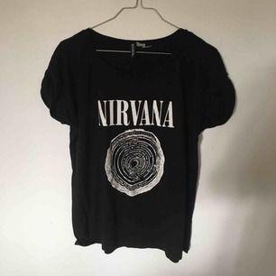 Cool t-shirt med nirvana tryck! Nästan aldrig använd!
