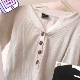 Fin tröja från Gina. Använd fåtal gånger! 💕 hör av er för bättre bilder på!