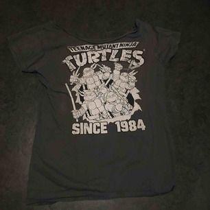 Såå cool retro t-shirt! Fri frakt på denna