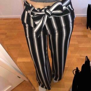 Coola byxor, köpa i usa från märket på bilden, aldrig använda. 150kr inklusive frakt!