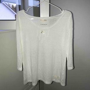 Tunn vit Odd Molly tröja, Storlek 2 (M), Använd, nypris 600kr, köparen står för frakt