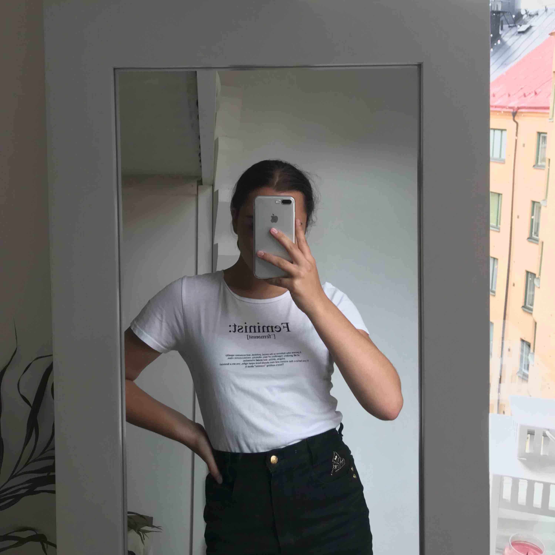 T-shirt från NA-KD, knappt använd. T-shirts.