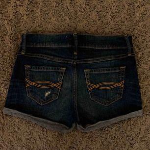 Abercrombie shorts, bra skick. Ganska använda. Stretchiga.