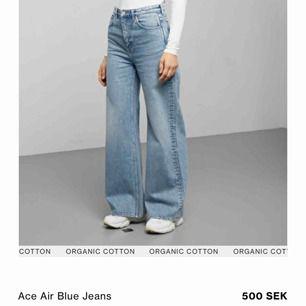 Hej, pga oseriös köpare säljer jag dessa igen :)) Weekday i modellen Ace färg sky blue Helt nya, använda 2 gånger och tvättade 1 gång Nypris 500, mitt pris 350 (vid snabb affär kan jag gå ner i pris)  Storlek 25/30