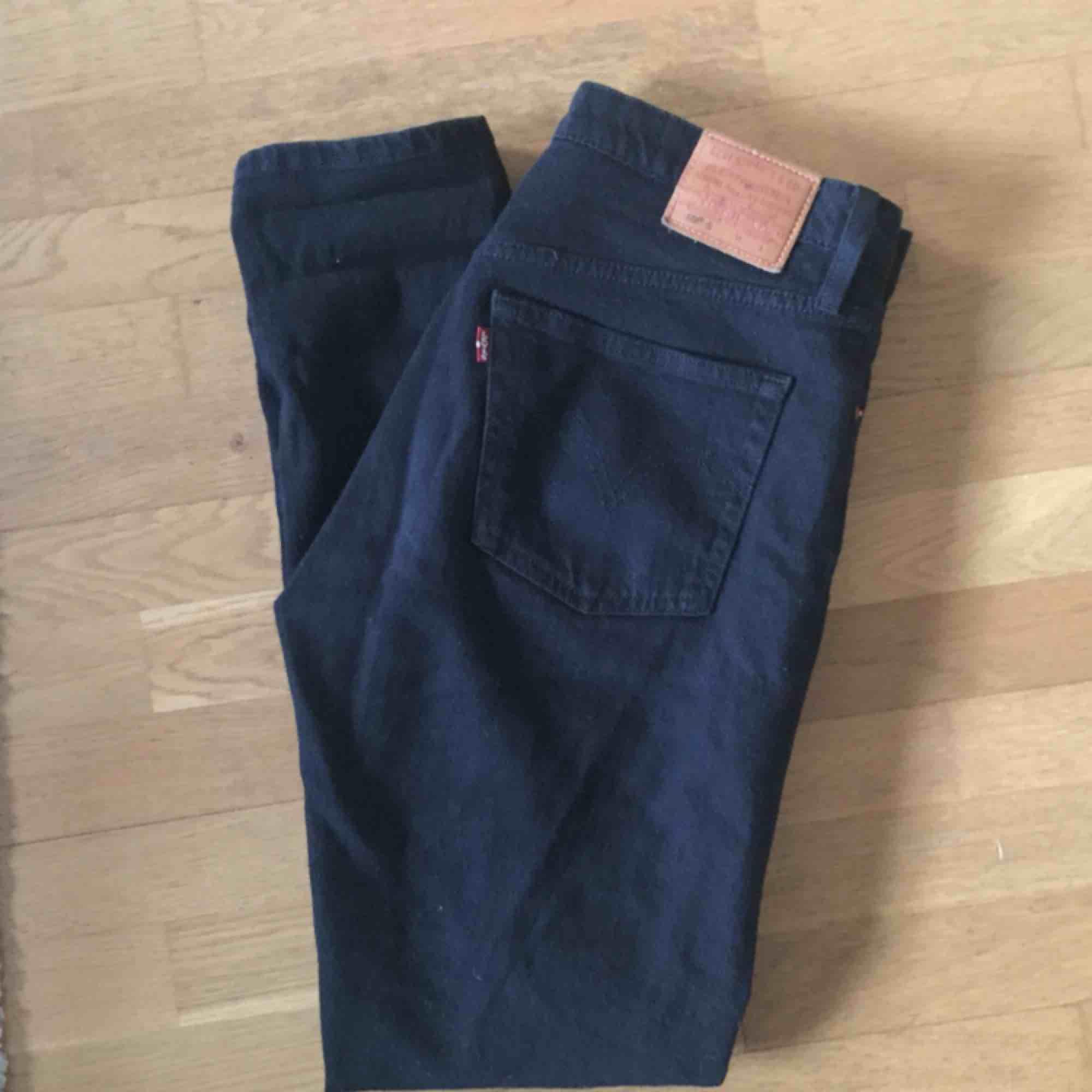 Svarta Levis 501 skinny. Stl 27/30. Jeans & Byxor.