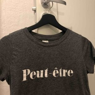 Säljer denna tshirt ifrån Gina tricot💓⚡️⚡️⚡️sparsamt använd.
