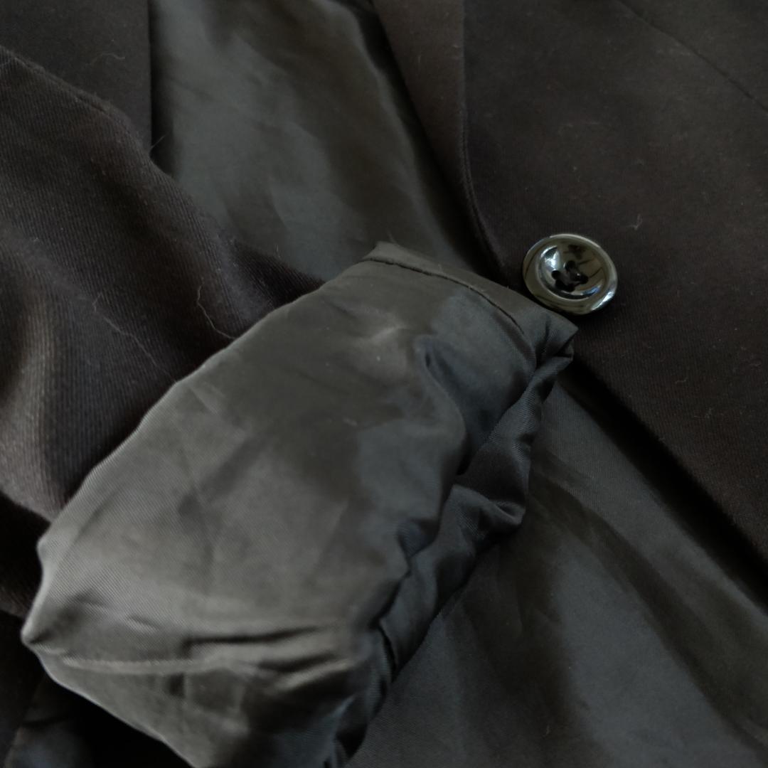 Pris 125 kr (frakten ingår i priset!) Supersnygg stilren svart kavaj från H&M. Använd 2 gånger, ser ut som ny. Snygg med blanka insidan, speciellt snyggt som detalj när man viker upp ärmarna! Snyggaste kavajen jag ägt, älskar den fortfarande men den är tyvärr för liten :(( ta hand om den <3 skriv om du har frågor! . Övrigt.
