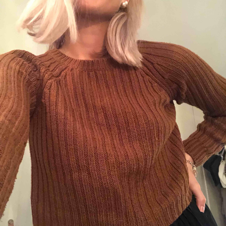 Stickad tröja ( ej sticksig !!! ) frakt på 59 kr tillkommer. . Stickat.