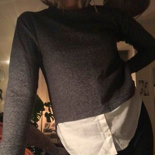 Snygg sweatshirt med inbyggd skjorta från b.younq! Frakt på 59kr tillkommer.