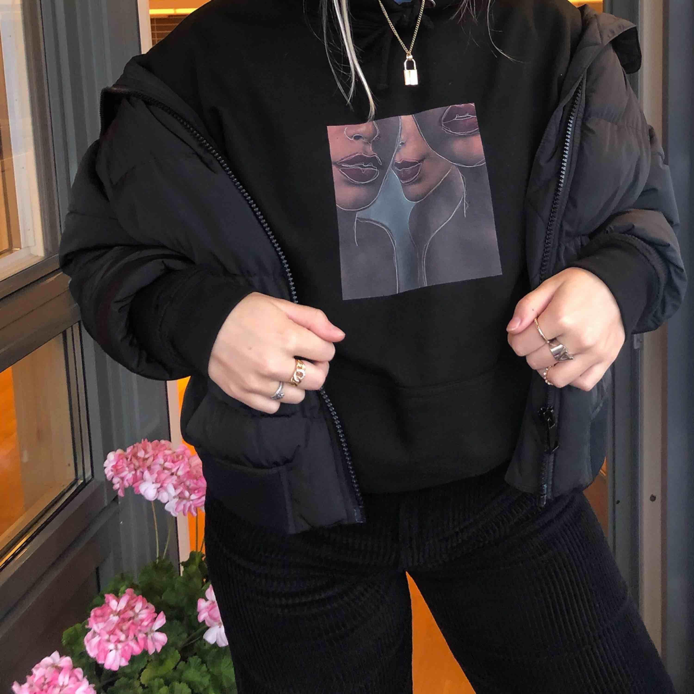 Hoodies från mitt uf-företag säljes! 🖤  kolla in våran instagram @weareequallityuf. Huvtröjor & Träningströjor.