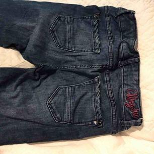 Säljer mina vingino jeans från kaktus. Jättefina men är tyvärr försmå för mig! Köparen står förfrakten!