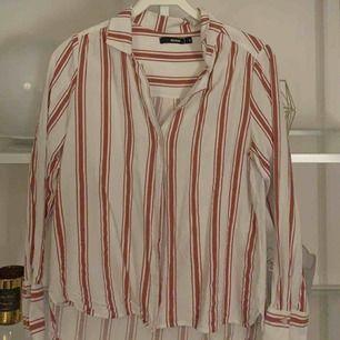 Skjorta ifrån bikbok, använd fåtal gånger