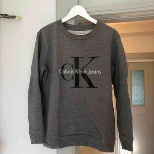 Calvin Klein sweather. Storlek xs men stor i storlek. Knappt använd!