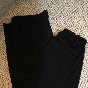 Nya byxor från bohoo i stlk 38. 100kr inkl frakt