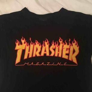 thrasher t-shirt! använd måttligt. nypris 400:- . säljes eftersom den aldrig kommer till användning längre. möts upp i stockholm och tar emot swish (helst) & kontanter!
