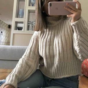 Polostickad tröja från H&M i nyskick💕 Frakt tillkommer🥰💕