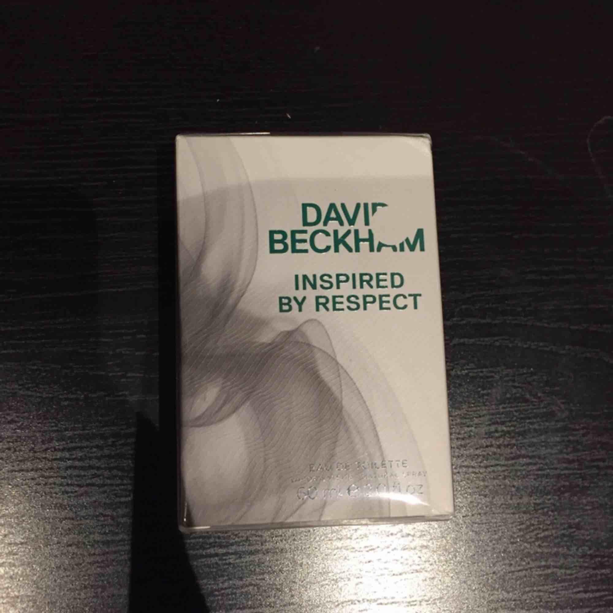 Jag säljer en helt ny David Beckham parfym (Inspired by Respect Edt). Oöppnad förpackning så fungerar att ge bort som present! 60 ml.  Nypris är 375kr, köpt på Kicks.  🌸Finns i Tyresö  Frakt erbjuds mot betalning☺️. Övrigt.