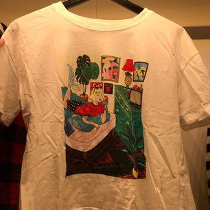Snygg tshirt ifrån Zara. Använd mycket, men fint skick. Fraktar eller möts upp